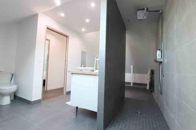 Salle de bains sous combles aménagés