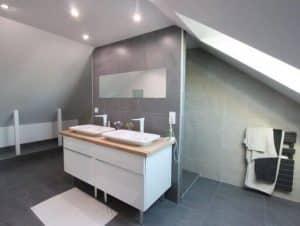 Salle de bain, douche à l\'italienne et aménagement de combles : une ...