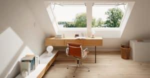 bureau sous combles aménagés et double Velux - lumineux et pratique pour le télé travail